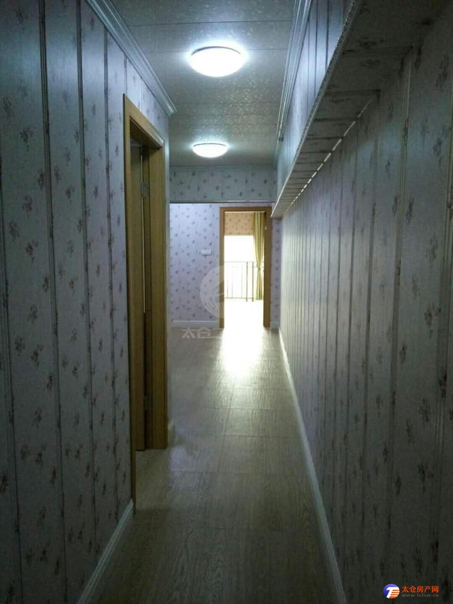 东盛广场 精装修 拎包入住 2房2厅2卫 2300一月