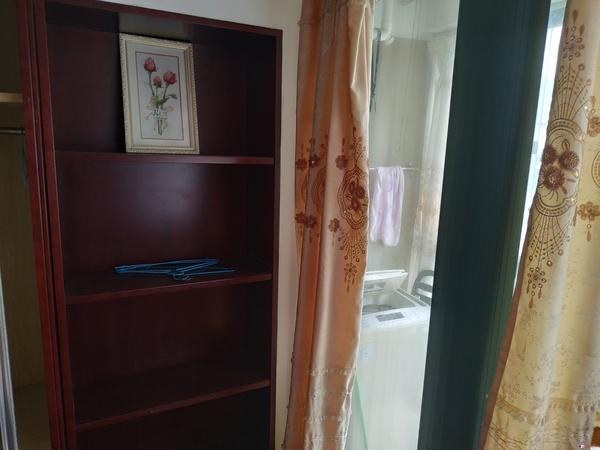 皇家丽晶40平1房1厅1卫精装家电齐全1300/月含物业费有钥匙