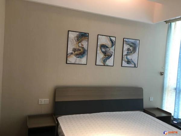 最新出租花样年首租,2室2厅1卫,精装全配2800物业可商看房方便