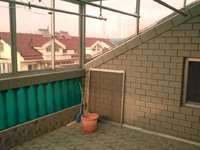 昌平小区市中心5楼 阁174.7平 100阁楼有二个大阳台 无证 28平汽车库