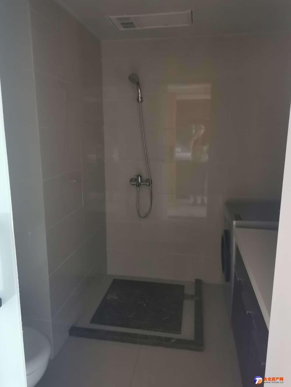 花样年复试精装修中央空调 2室2厅1卫2100元/月家电齐全