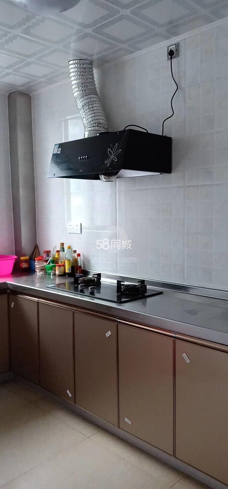南城雅苑精装3室家具家电齐全房出租