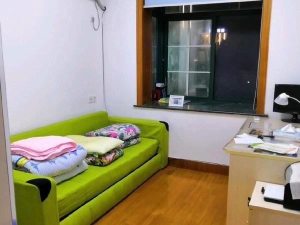 华侨公寓三房两卫精装出租,家电家具齐全、拎包入住,临近大润发,看房方便